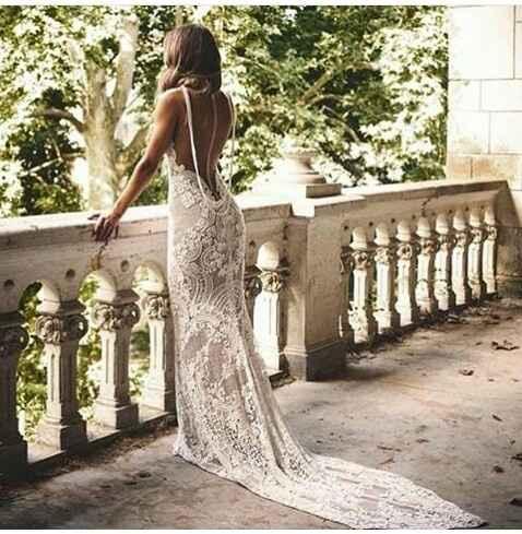 Modelo oriental se caso y su vestido es perfecto. - 1