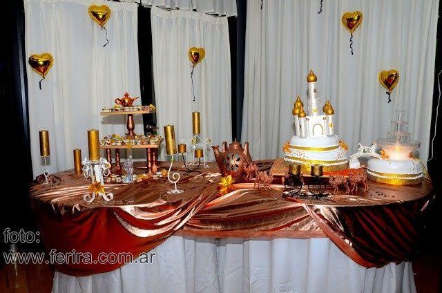 mesa de la torta y los souvenirs