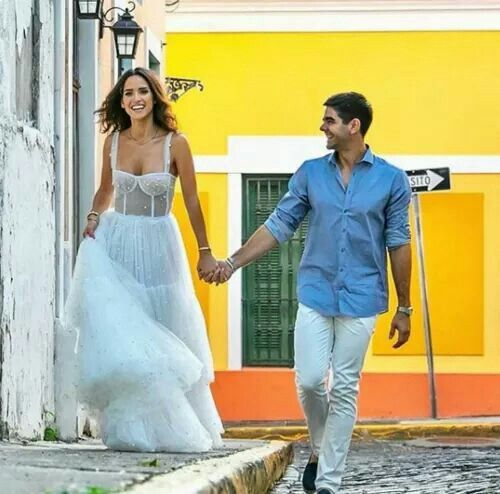 Se casó la actriz de Hollywood Adria Arjona (hija de tigre) con Edgardo Canales 13