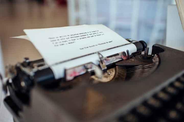 Máquina de escribir con frase