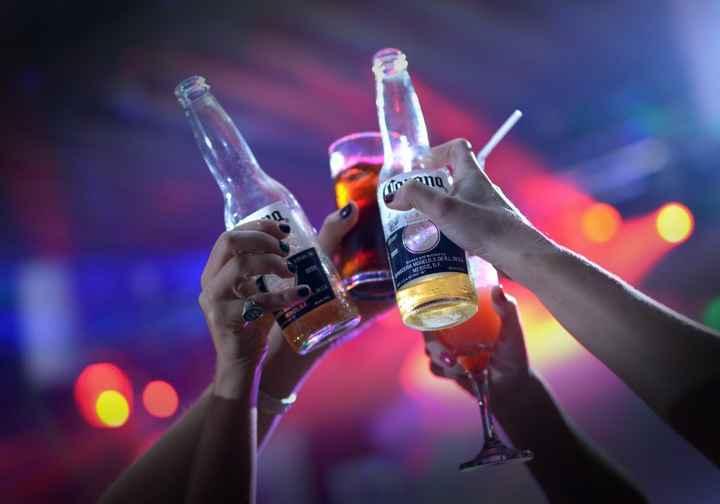 Las cervezas, normalmente, solo se dan durante el aperitivo y durante la celebración de la fiesta. T