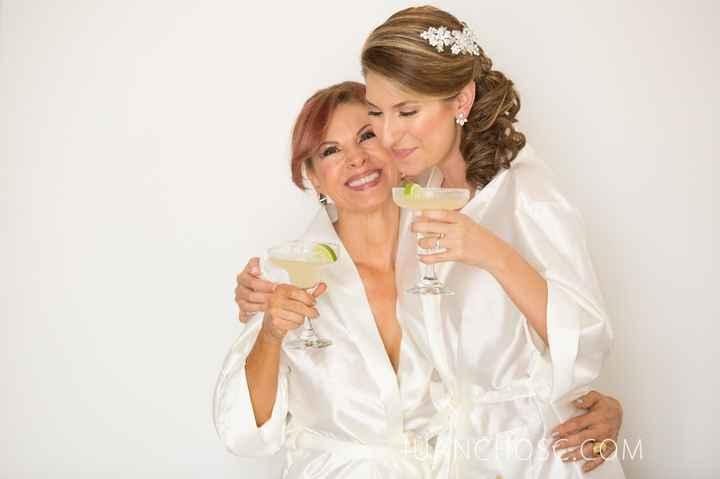 3-Fotos de madre e hija en día del casamiento