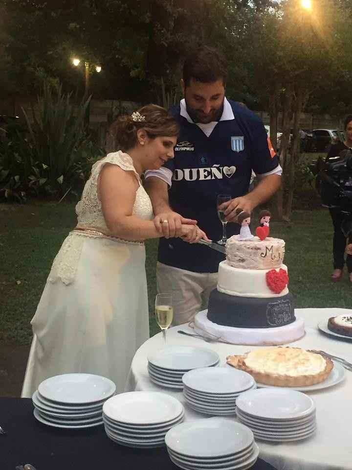 Con la torta hecha por Maria Cecilia Cameroni... un GROSA!!