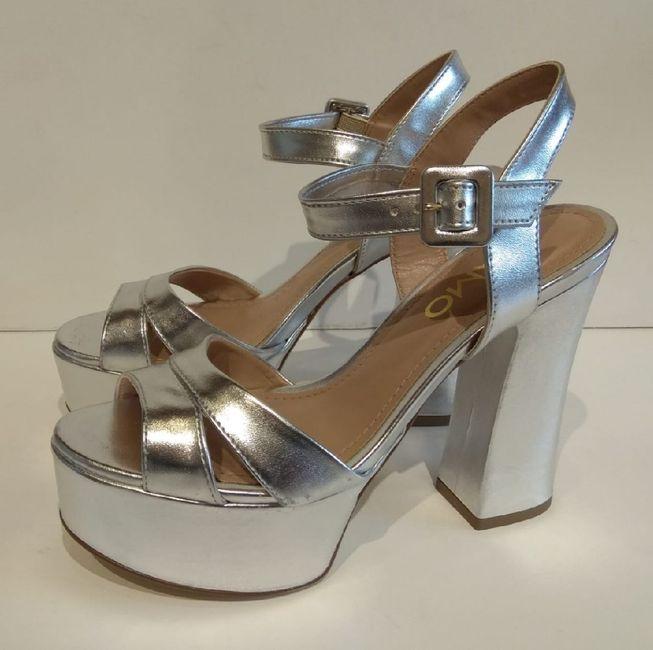 El color de mis zapatos es ... 👠 - 1