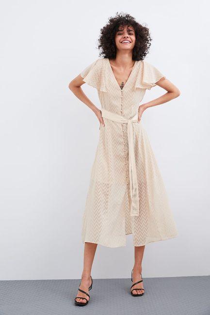 o se lo cambio por uno al tono del vestido?