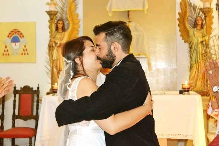 Primer beso de marido y mujer
