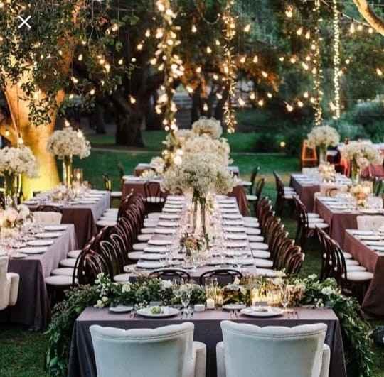 Mesa al estilo banquete.