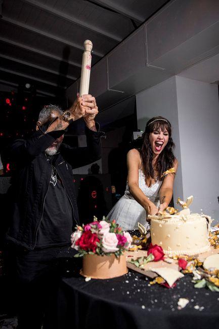 Torta de casamiento de Jorge Rial y Romina Pereiro. Algo diferente! Elegirías este tipo de torta? 2