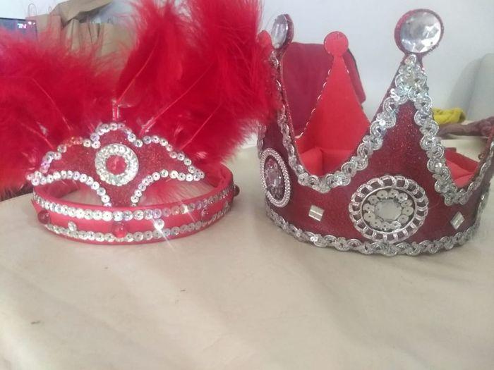 Carioca! coronas personalizadas. Entrada temática Independiente, qué canción usar? 1
