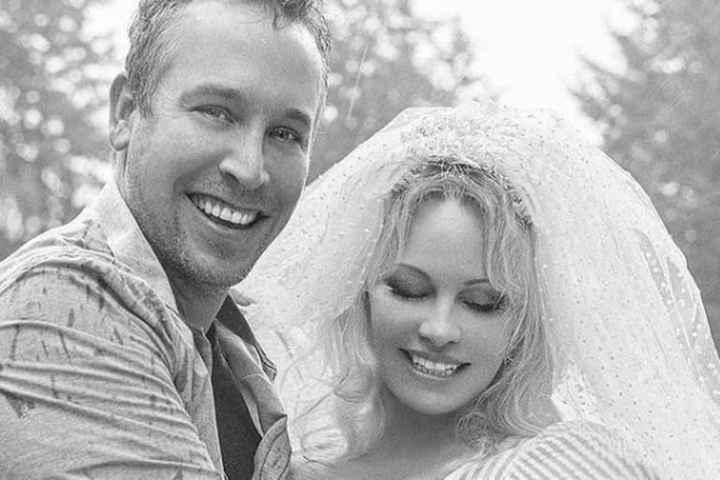 Pamela Anderson se casó con su guardaespaldas - 4