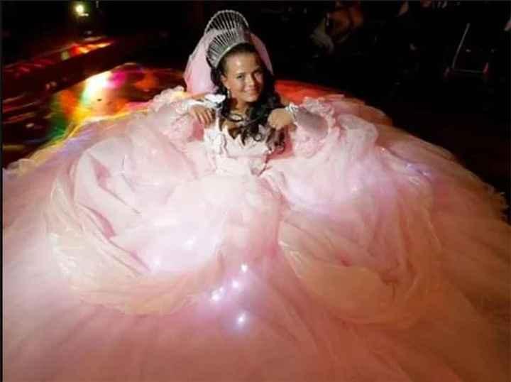 Perlita de viernes: vestidos de novia que dejaron a los invitados con la boca abierta :o - 4