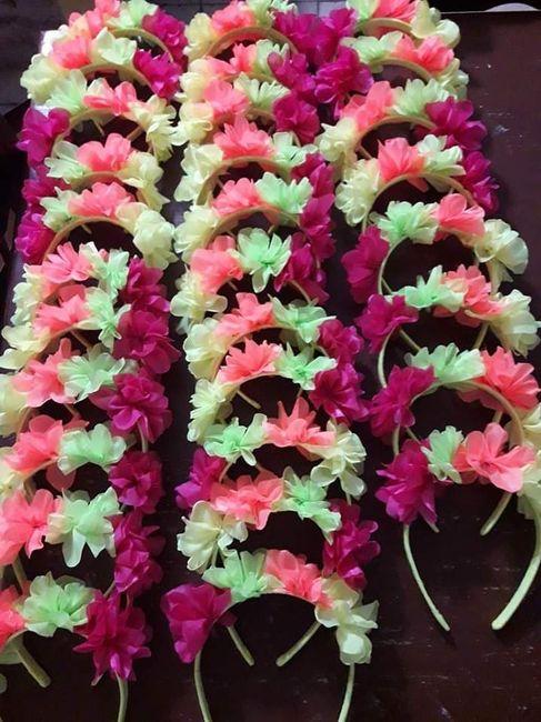 Ayuda con vinchas de flores 1