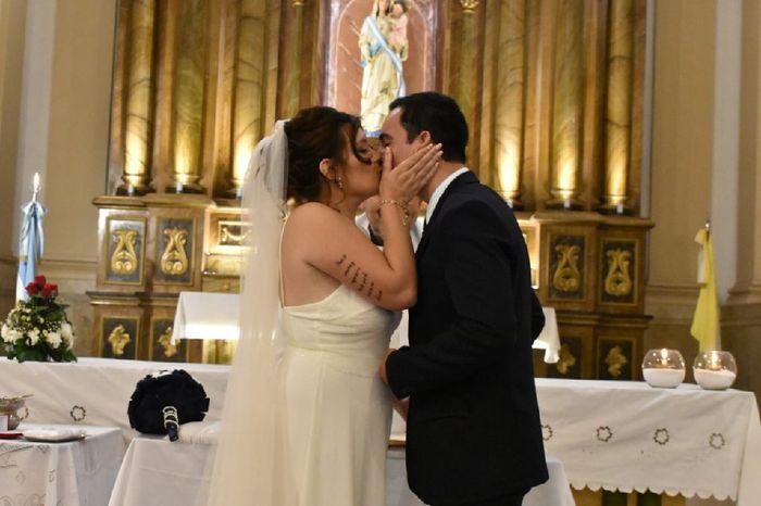 Un beso muy especial como este...🙈 - 1