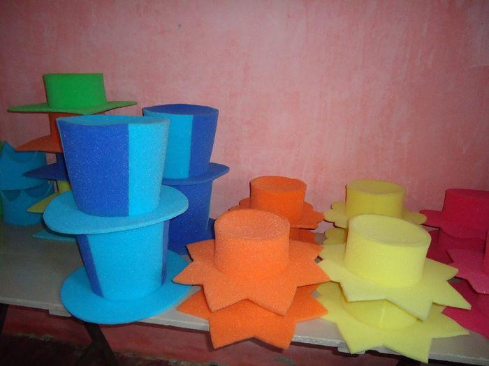 3e1a20de80114 Nuestros sombreros de goma espuma!!! -cotillón-