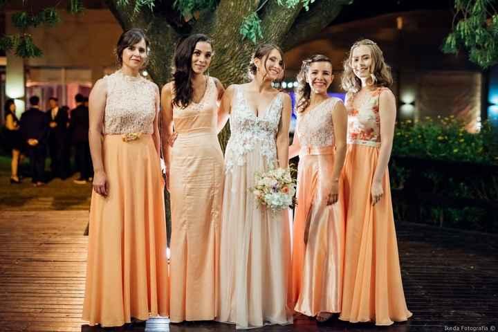 sus damas de honor y el color de sus vestidos