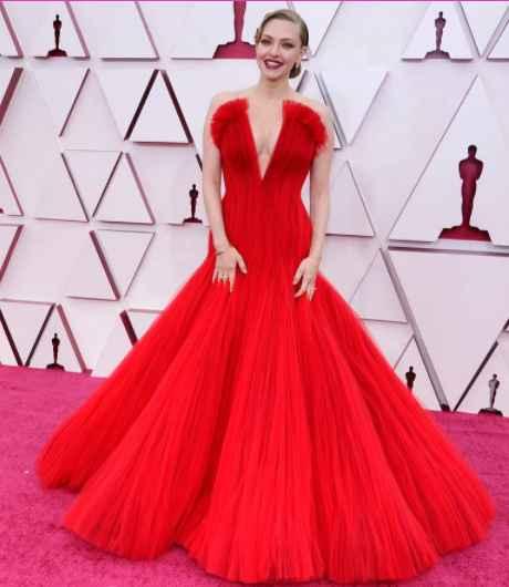 6 Looks de la entrega de los Oscar 2021 de infarto...¿Cuál te mata? - 2