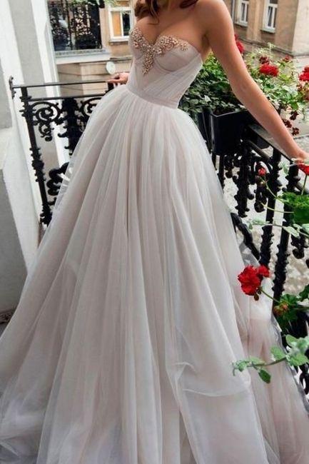 ¿Te animás a usar algunos de estos 6 vestidos con corset y tasas? 2