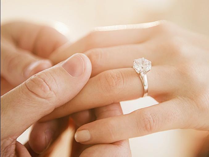 ¿Por qué el anillo se coloca en el dedo anular? 1