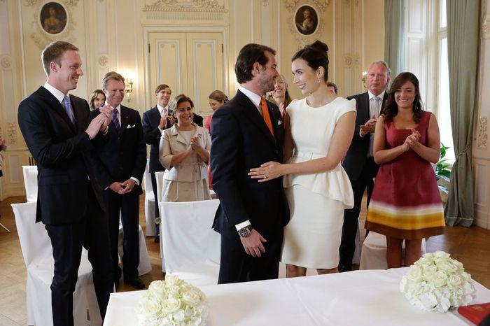 ¿Cuántos testigos tiene que haber como mínimo el día de la boda? 1