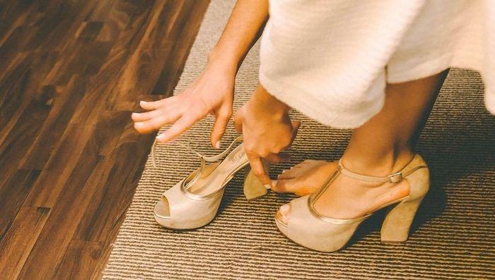 4 Zapatos ¡DESCARTÁ 1! 3