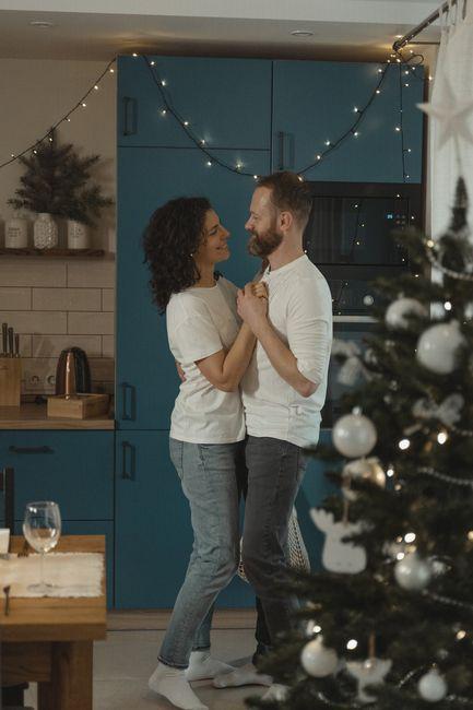 ¿Tendrías algunas de estas fotos pre-boda navideña en tu álbum nupcial? 4