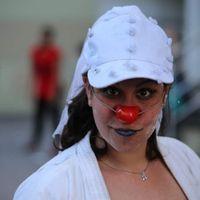Una fotito que me sacaron en la calle después de los tortazos !!! (sisi después del desfile y la gal
