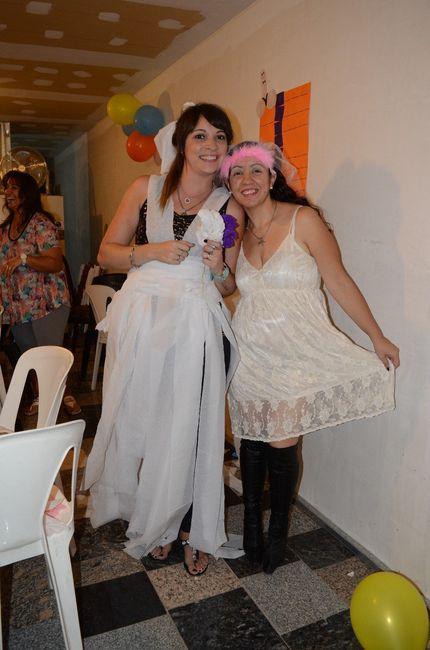 Juego vestido de novia con papel higienico