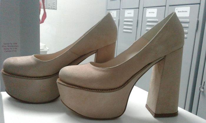Zapatos para civil: adentro! - 2