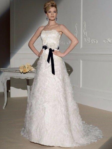 Vestidos de novia blanco y azul