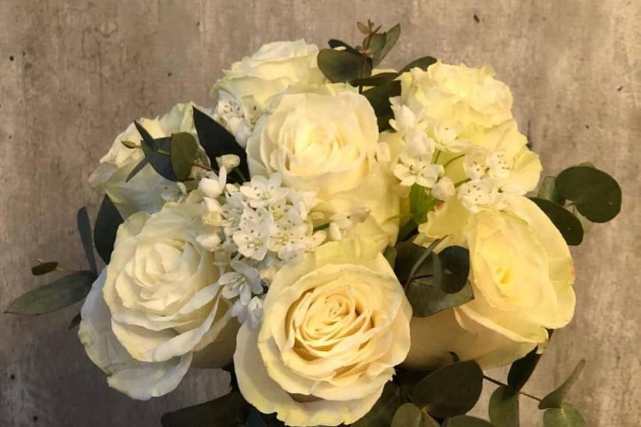 Rosas y lagrimas de virgen
