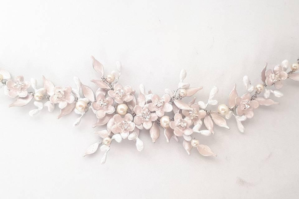 Tocado de flores y capullos