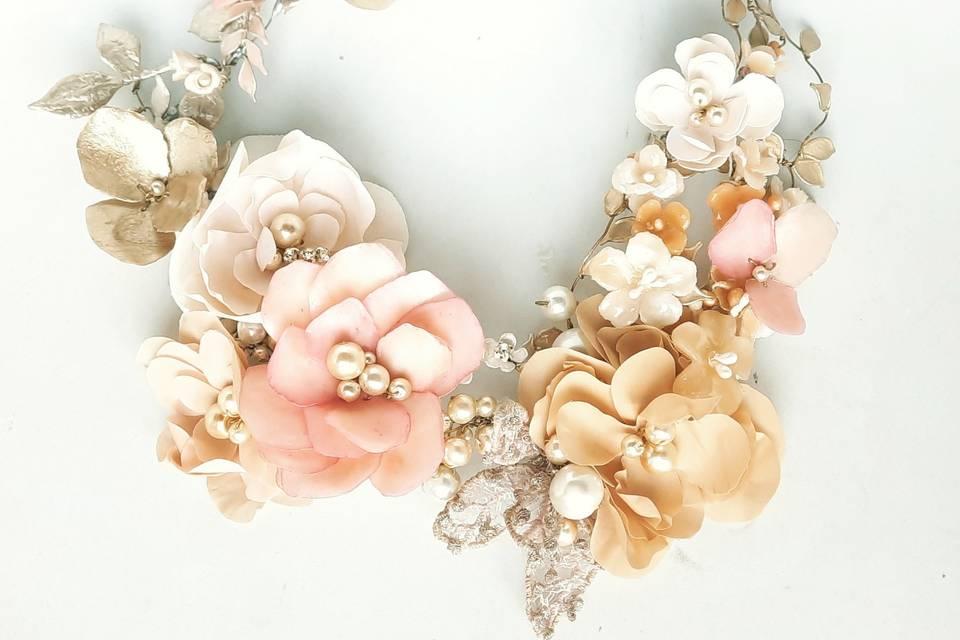 Corona de flores y perlas Mimí