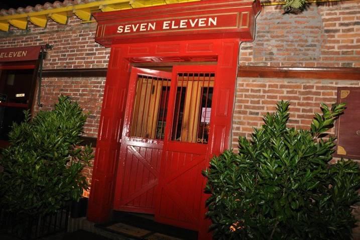 Entrada Seven Eleven