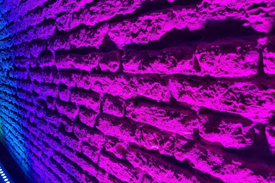 Barras led ambientando muro