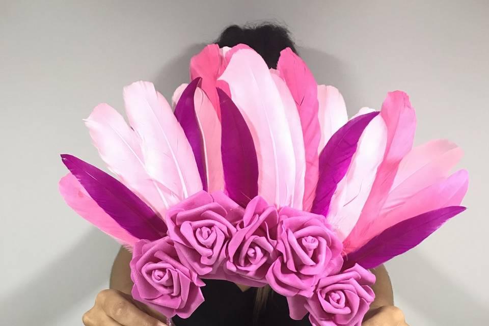 Vincha de flores y plumas
