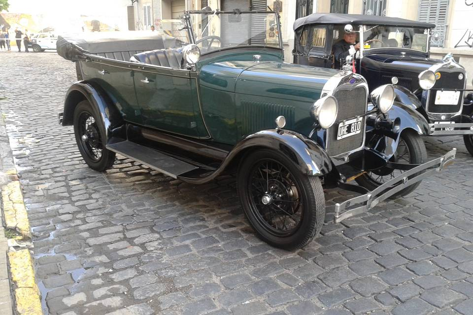 Ford A 1928 verde convertible