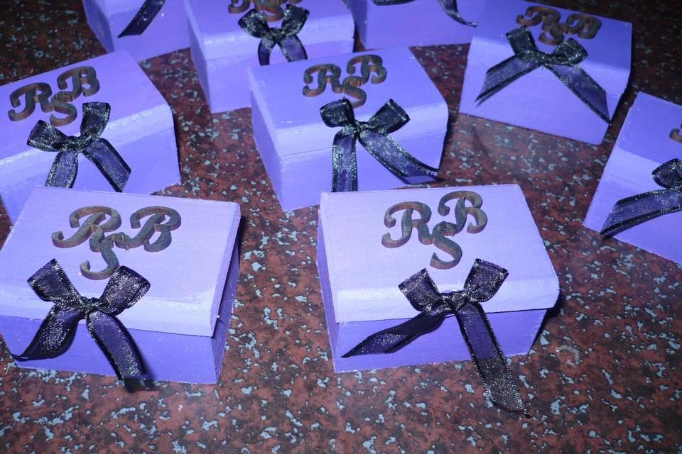 Cofres de madera con iniciales