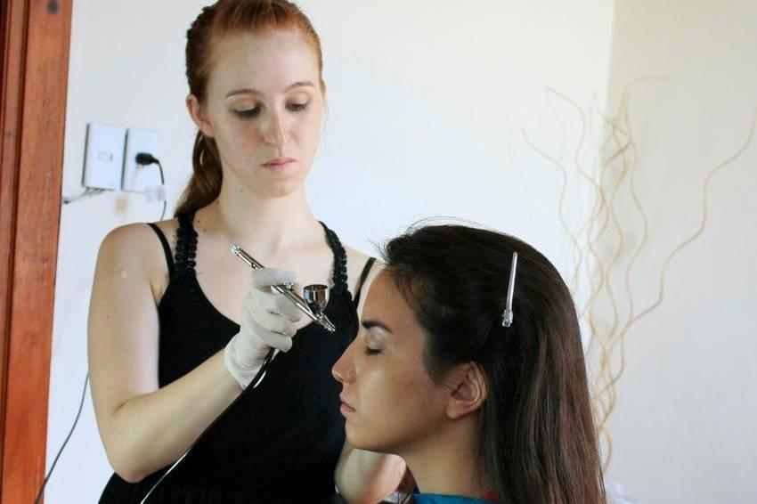 Maquillaje con arógrafo