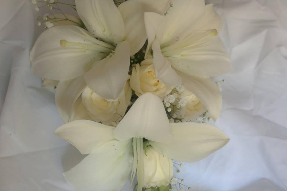 Bouquet con caída de liliums