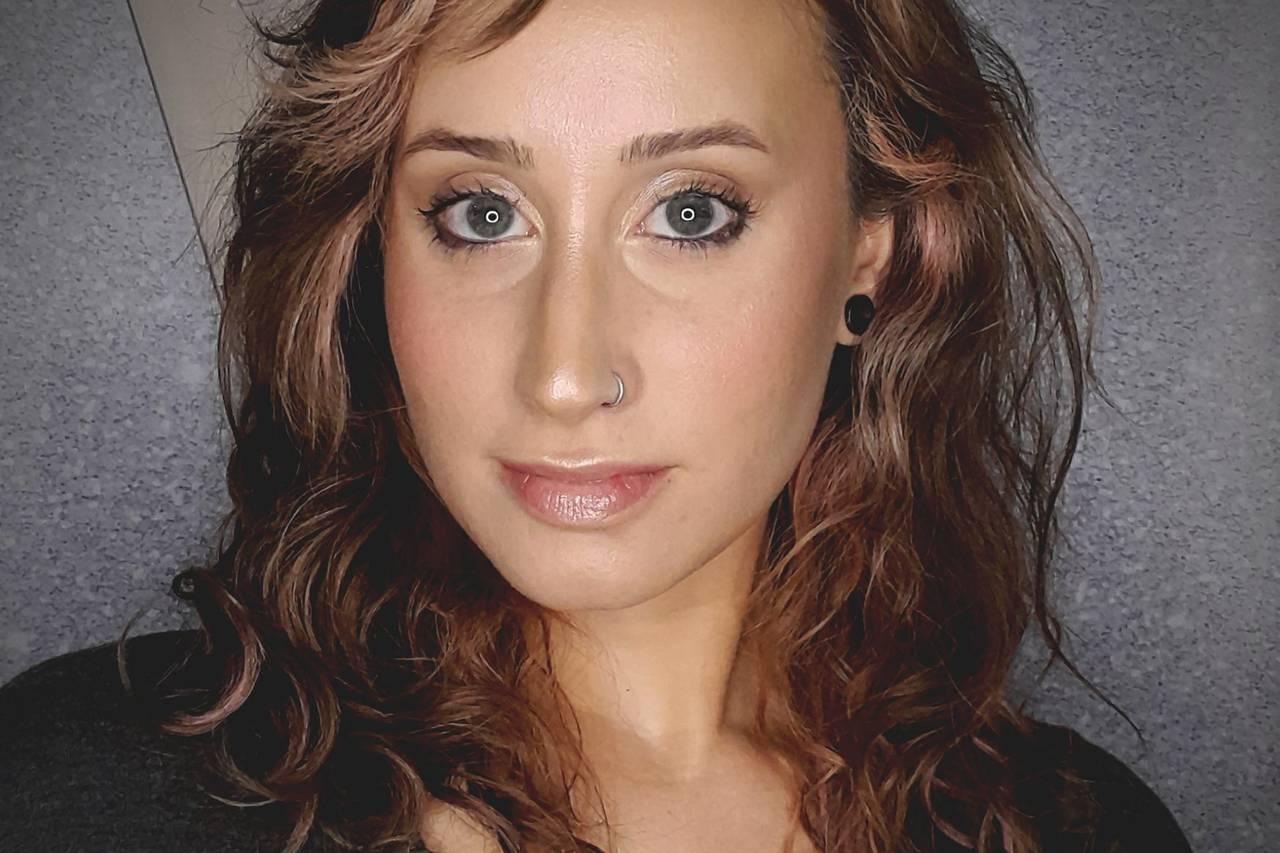 Caris Makeup Artist
